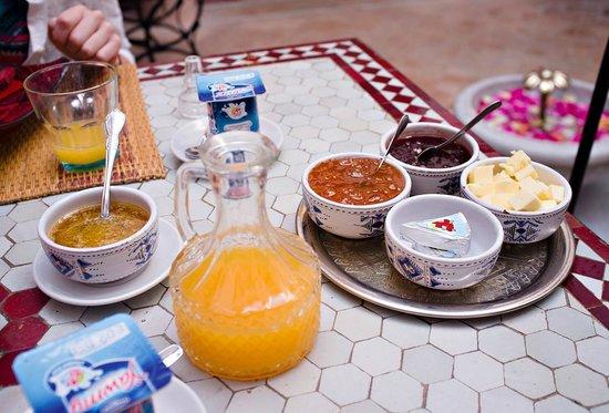 Riad Slawi : Breakfast.