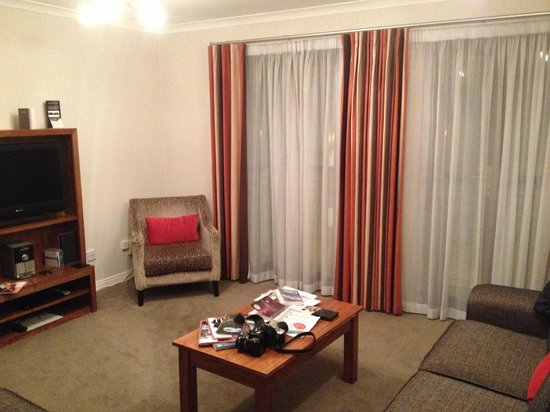 The Knight Residence Edinburgh by Mansley Serviced Apartments: Living area