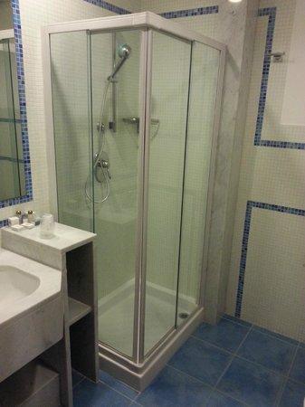 Svevo Hotel : La doccia