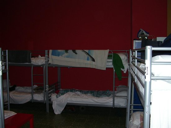 Home Backpackers: the huge 20 mix beds room