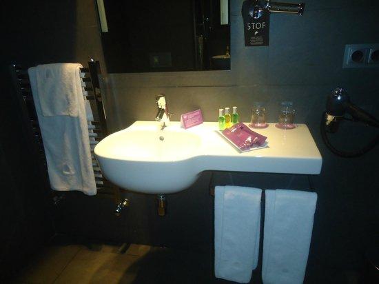 Ayre Hotel Gran Via: El baño