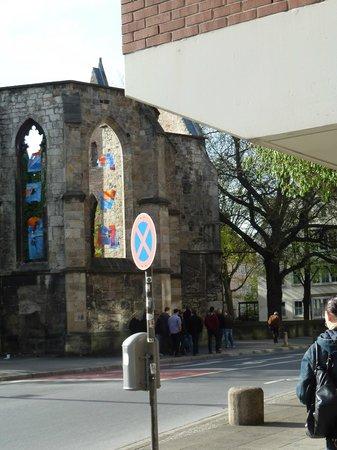 Aegidienkirche: Остатки витража в окнах