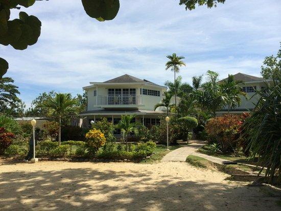 Rondel Village : Beachfront building