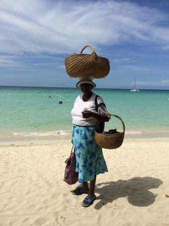 Rondel Village: Beach fruit vendor