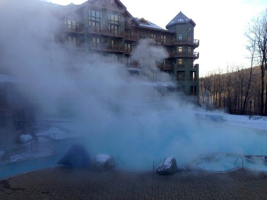 Stowe Mountain Lodge : Outdoor heated pool in freezing temps!
