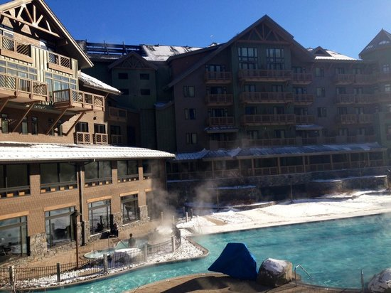 Stowe Mountain Lodge : Outdoor heated hotel pool
