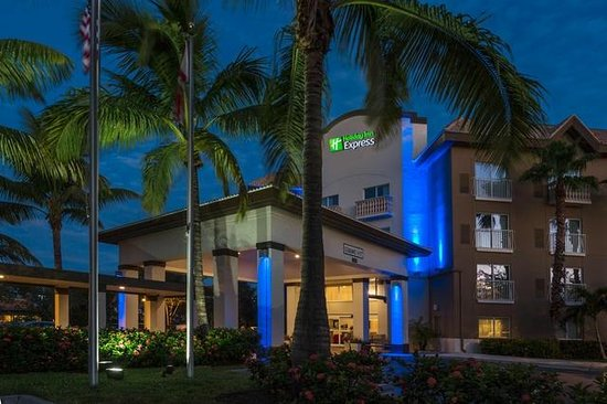Holiday Inn Express Amp Suites Naples Florida Hotel