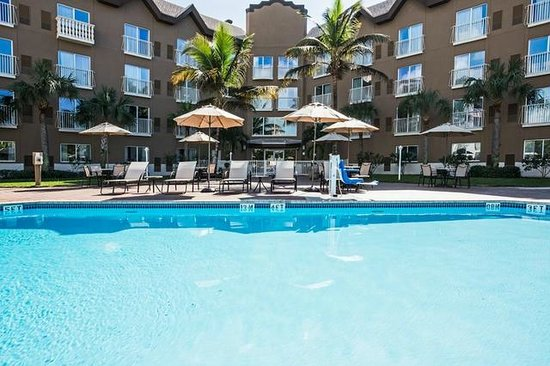 Holiday Inn Express & Suites Naples: Relax by our beautiful outdoor swimming pool!
