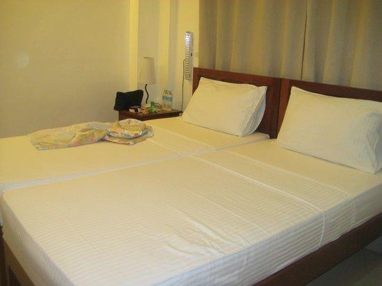 Ipil Suites El Nido: Comfy bed but mattress not too thick