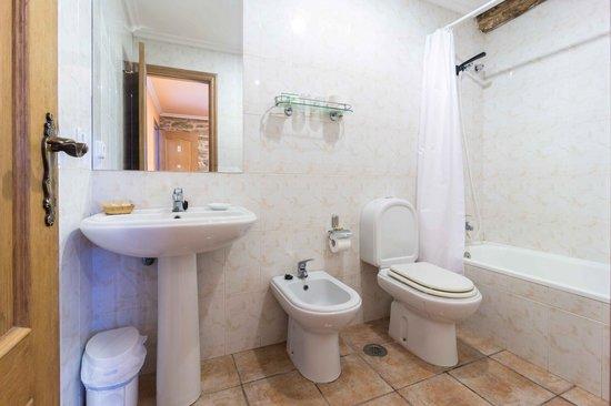 Casa Da Urcela: Baño Hab. Lareira