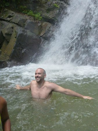 Louie's VIP Tours: El Yunque Rainforest Waterfall