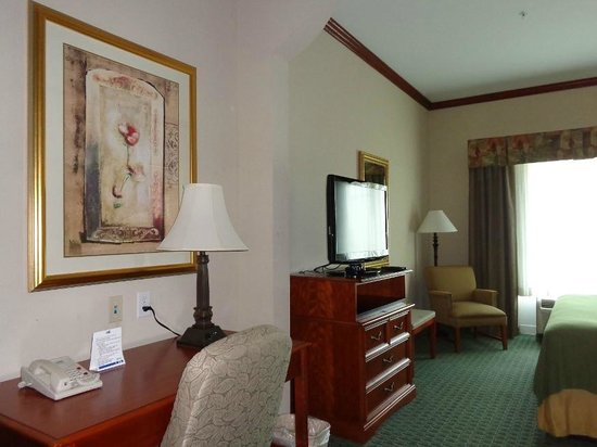 Best Western Plus Woodway Waco South Inn & Suites: desk and TV
