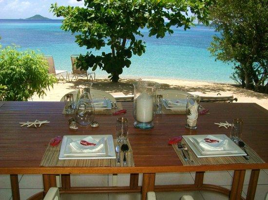Mango Bay Resort : Porch beach front