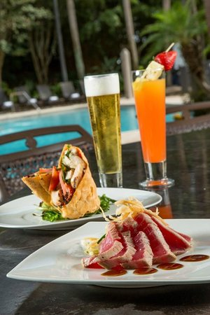 DoubleTree Suites by Hilton Orlando - Disney Springs Area: Poolside Dining