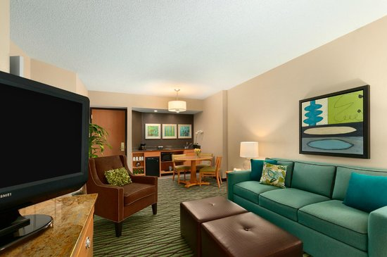 DoubleTree Suites by Hilton Orlando - Disney Springs Area : Living Area