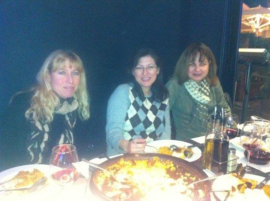 Tapas Locas: Disfrutando de una rica paella con las amigas!!!!!!!!