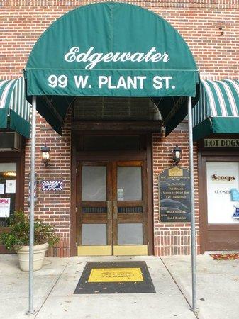 Edgewater Hotel : entrance