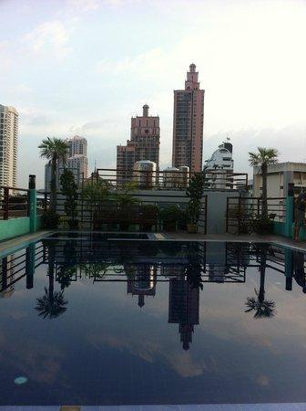 D Varee Diva Bally Sukhumvit: Rooftop swimming pool