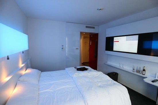 DORMERO Hotel Frankfurt: Zimmer mit Einblick