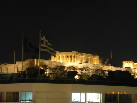 NJV Athens Plaza: Parthenon at night from our balcony