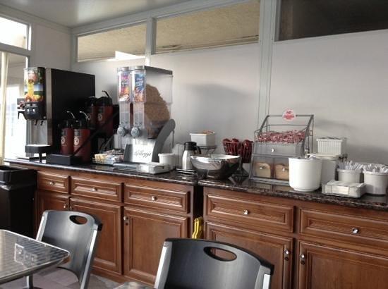 Super 8 Los Angeles-Culver City Area: salle du petit dejeuner