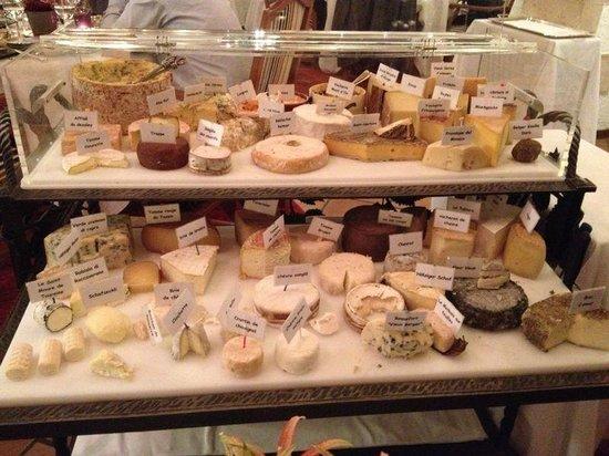 Domaine de Chateauvieux: plateau de fromages monstrueux :-)