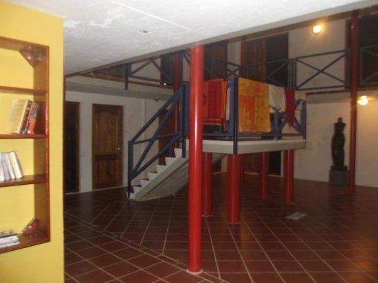 The Ritz Village Hotel: Hall de entrada do predio de apartamentos