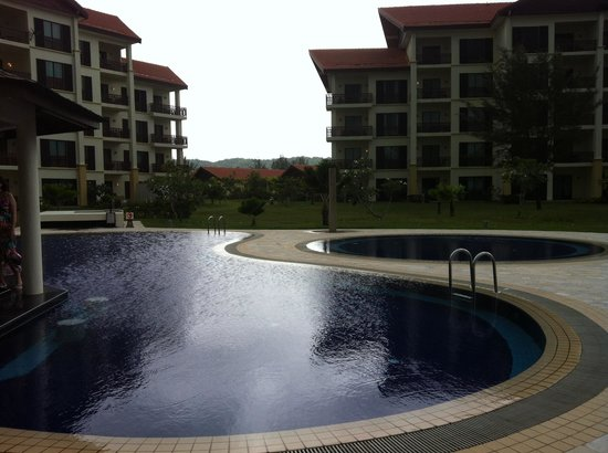 Nexus Resort & Spa Karambunai : Main pool for the pool villas