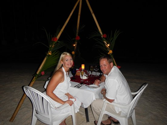 Sandals Montego Bay: Dinner on beach