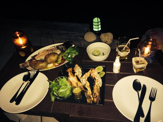 MOONLIGHT Exotic Bay Resort: Delicious seafood bbq at the deck!