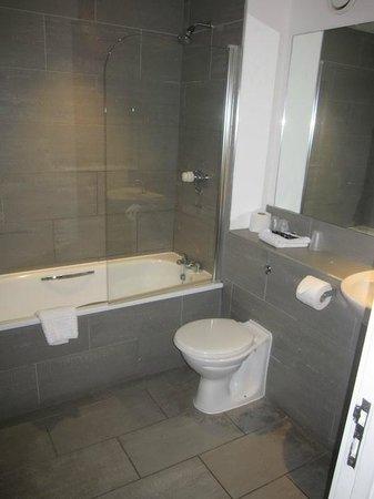 The Royal Hotel: Bathroom