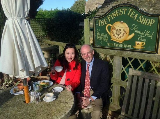 Absolute Touring: Lunch with Martin at quaint little English village restaurant at cotswolds