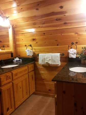 White Oak Lodge & Resort: master bath