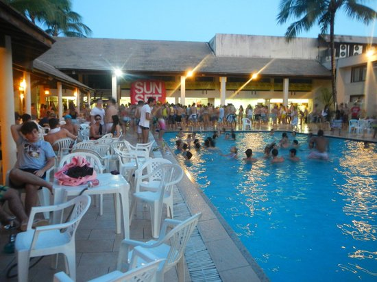 Nauticomar All Inclusive Hotel & Beach Club: Sunset Pool Party