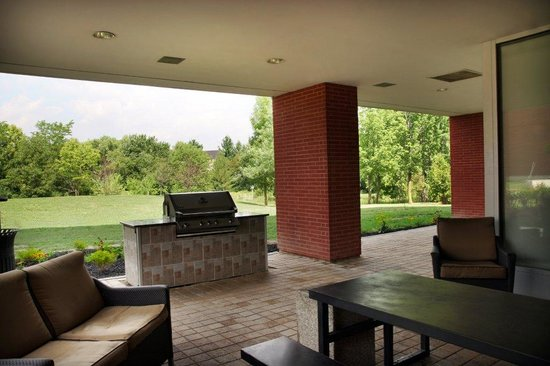 Residence & Conference Centre - Brampton: BBQ area