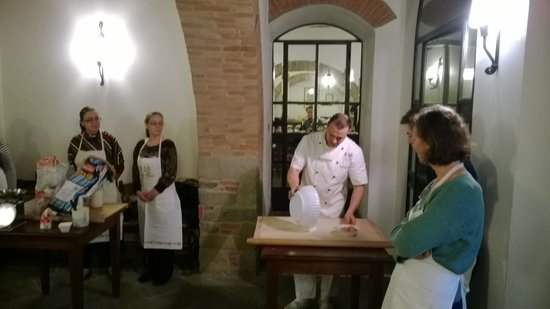 Vecchio Convento: Chef at work at the Cooking school