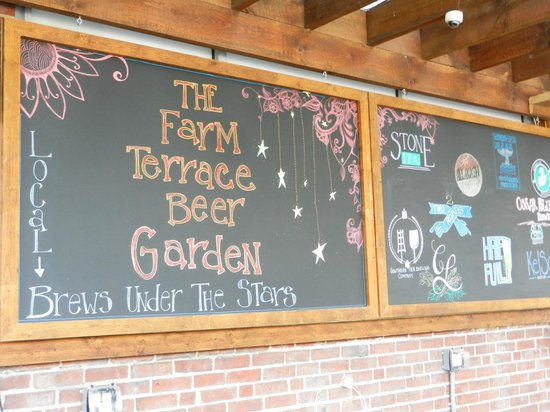 SoNo Marketplace : outdoor beer garden