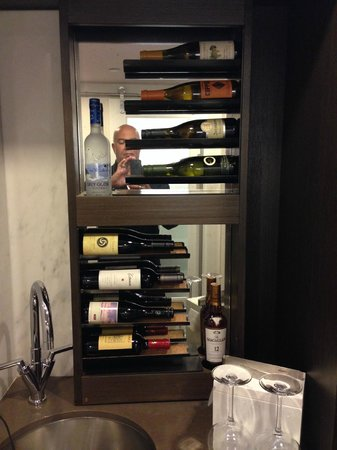 Hotel 48LEX New York: Now that's a (mini) bar!