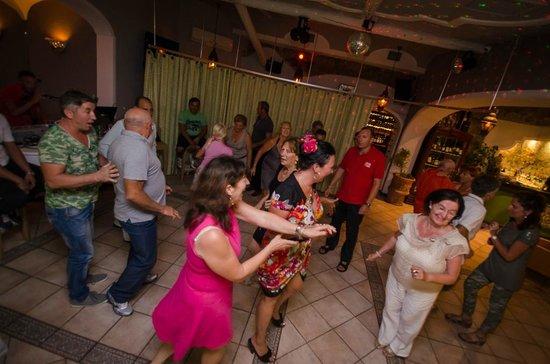 Ristorante Oasis Piano Bar Dancing: Movida