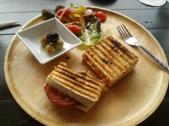 Mellow Space Boutique Rooms: Delicious Iberian Pannini