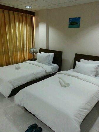Palau Paradise Hotel: room