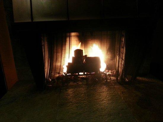 Colton Inn: Огонь в камине