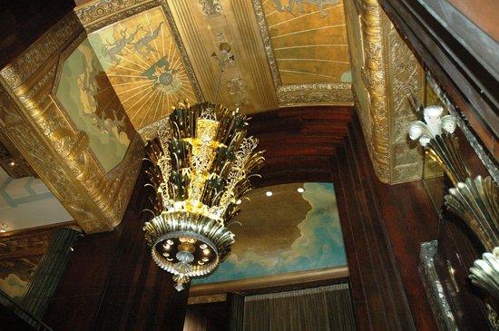 Hilton Cincinnati Netherland Plaza : The ceiling