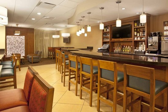 Hyatt Place Orlando/Convention Center: Enjopy a drink or sanck at our Gallery Bar