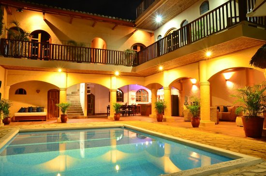 Casa Lucia Boutique Hotel & Yoga Retreat: Outdoor Swimming Pool & Terrace