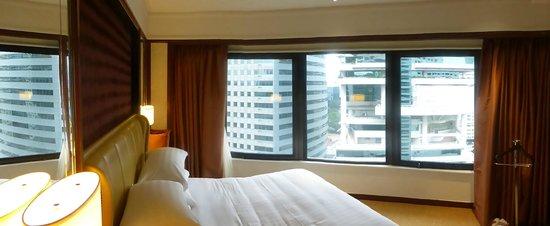 Shangri-La Hotel Kuala Lumpur: Bedroom with view