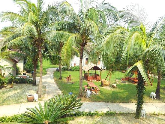 Palm Garden Beach Resort & Spa : Hotel grounds