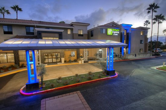 Holiday Inn Express Hotel and Suites Carlsbad Beach: Main Entrance