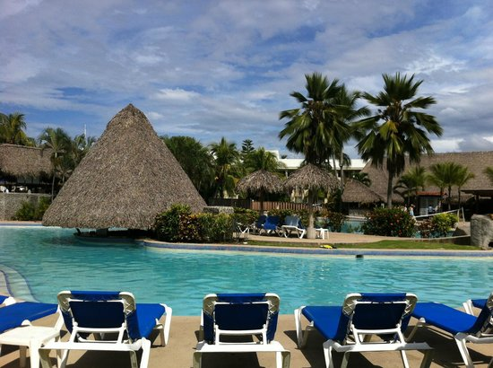 Doubletree Resort by Hilton, Central Pacific - Costa Rica: View of main pool and swim up bar