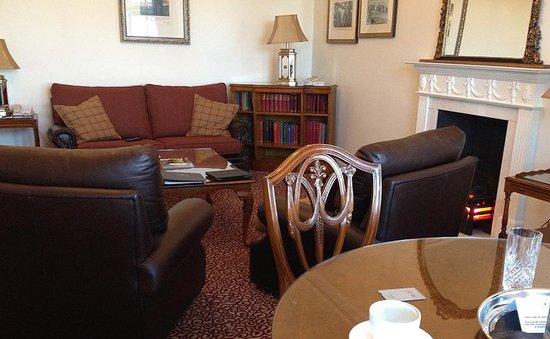 Macdonald Rusacks Hotel: The spacious Bobby Jones living room